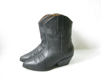 Vintage 80's Black Leather Shortie Cowboy Boots. Size 8