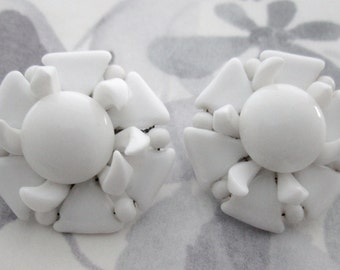 vintage glass white bead cluster clip on earrings made in Japan MIJ - j6408
