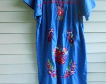 Plus Size Vtg 70s Blue Mexican Embroidered Kitsch Bohemian Hippie Cochella Kawaii Gypsy Dashiki Caftan Festival Ethnic Oaxacan Maxi dress