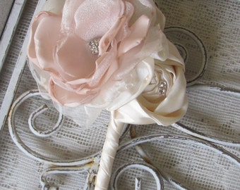 Grooms Boutonniere, Father of bride boutonniere, Lapel pin, buttonhole flower, Groomsmen button hole, pin boutonniere, wedding lapel flower
