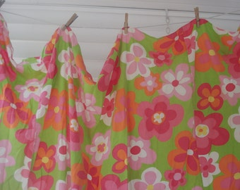 Gorgeous twin bedspread - bright cheerful floral