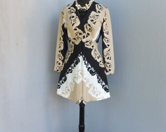 Vintge 1970s Dress,  Mini Dress, BOHO, Graphic Print, Black Cream and White