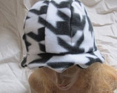 Sale - Houndstooth Scalloped Edge Fleece Cloche Hat (5452)
