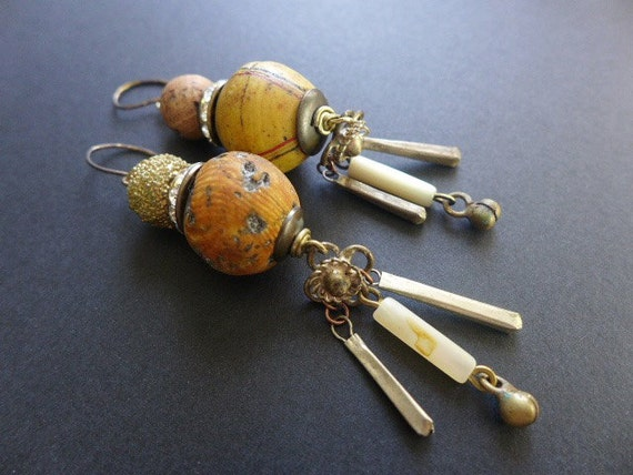 Magophony. Yellow Victorian tribal earrings.