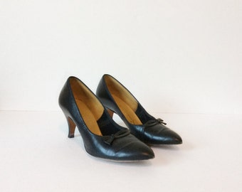 vintage 1950's shoes // 50's black high heels // genuine leather Socialites