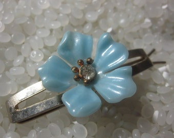 vintage barrette vintage 1930s soft blue flower, brass base
