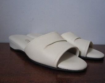 Vintage Deadstock 60s Daniel Green White Pleather Slides / Slippers Size 7.5B