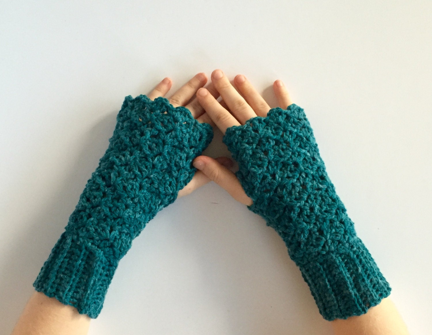 Lace Fingerless Gloves Crochet Pattern - This is a digital file