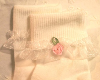 Girls White Ruffle Socks with Pink Rosebud Size 6-8