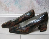 Vintage leather snake skin look pumps, boxy heel multi color snake look shoes, sz 7M brown green snake skin look leather Jasmine heels