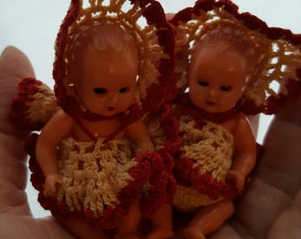 Sale-Vintage - Tiny 1940s Baby Doll Twins in original outfits ..Beautiful condition