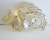 Vintage beautiful gold ribbon brooch with clear crystals (G1)