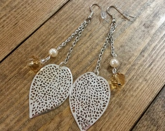 Delicate Leaf Earrings with Pearl