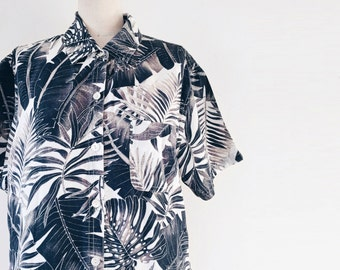Vintage 1990s Short Sleeve Palm Print Button Down Shirt - M