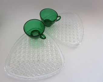 Vintage Glass Snack Plates with Cups - Clear glass plates with Emeral Green Cups - Glass Snack plates - Daisy and Button Pattern