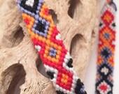 Friendship bracelet with diamond pattern