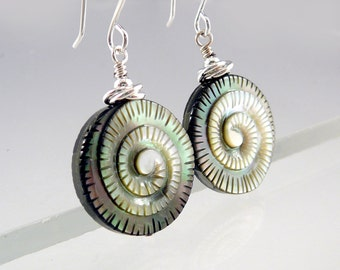 Abalone Earrings, Abalone Jewelry, Spiral Earrings, Smart Jewelry, Trendy Jewelry, Disc Earrings, Shell Jewelry, Cool Earrings, Mom Gift