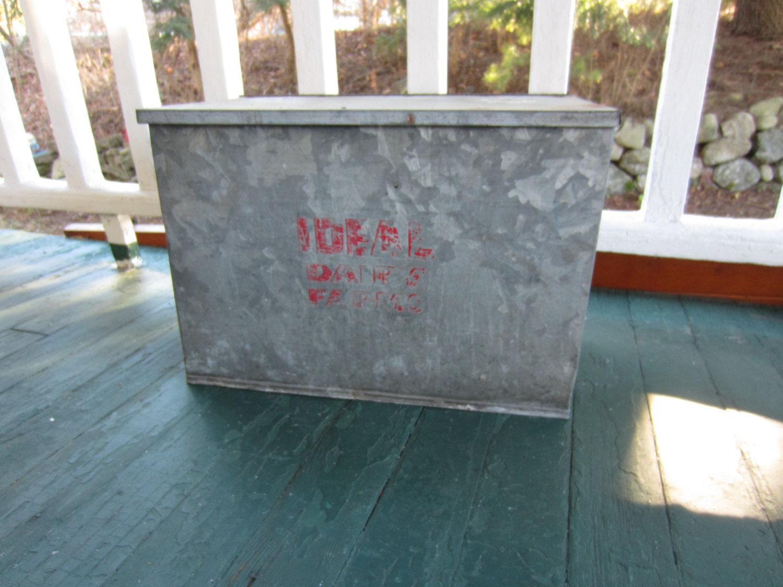 vintage ideal milk box galvanized metal dairy farm milk box haute juice. Black Bedroom Furniture Sets. Home Design Ideas