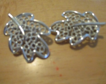 Vintage costume jewelry  / SARAH COV. Clip on earrings