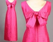 vintage I.MAGNIN party MAGENTA pink bow ascot linen mod cocktail shift dress 1960s 60s medium M