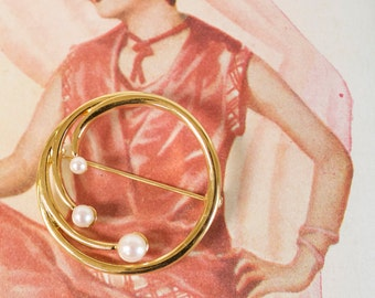 Vintage 1960s Brooch with faux pearls by Monet