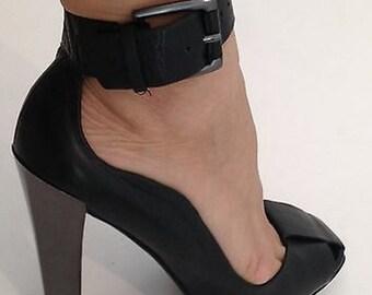 CHARLES JOURDAN Black Leather High Heels Vintage Sandals