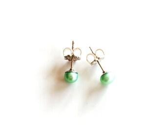 mini mint green pearl stud earrings / light green freshwater pearl post earrings / green circle studs / 4 mm pearl studs