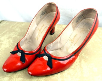 RARE Vintage 40s 50s Red Patent Leather Bow Pumps Shoes by Manor - Bourne for I Magnin & Co