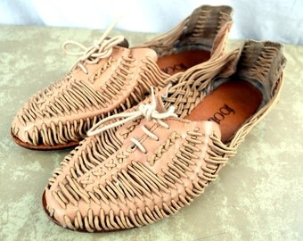 Cute Vintage 80s 90s Leather Woven Huaraches Sandals by Footnotes - Size 6