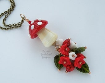 Toadstool pendant, toadstool necklace, red and white toadstool, woodland necklace, autumn pendant, fall pendant, woodland jewellery