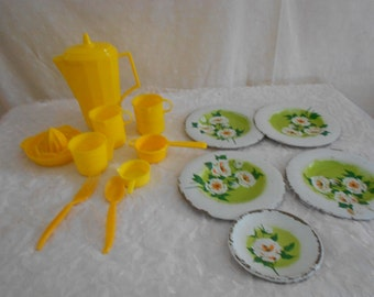 Toy Dishes Yellow, Amsco, Juicer, coffee pot, Metal plates 15 pieces