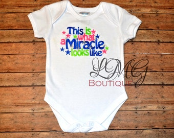 Miracle Baby bodysuit, This Is What A Miracle Looks Like Shirt, New Baby Shirt or Bodysuit,  Hospital Outfit,  Baby Shower Gift