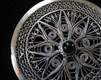 Spun Silver Filigree Round Brooch, Green Stone, 935 Silver Thread Filigree