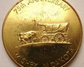 WISHEK NORTH DAKOTA 1898 - 1973 Wishek Jubilee Wagon & Settlers One Dollar Coin Toke Souvenir medal