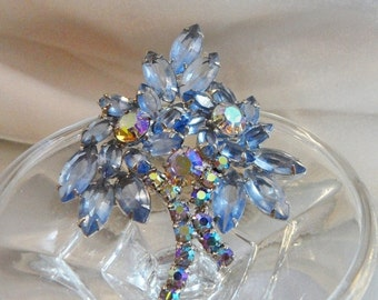 FALL SALE Vintage Juliana Brooch. D&E. Delizza and Elster. Ice Blue Rhinestones. Ab