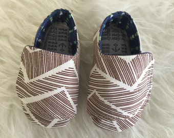 6-12 months Chestnut Abstract Flappy Baby Shoes - READY TO SHIP