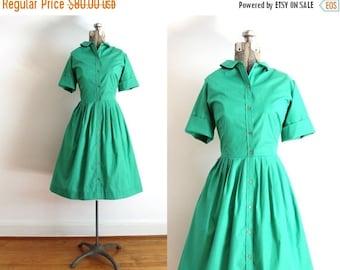 ON SALE 1950s Dress / 50s 60s Kelly Green Full Skirt Shirtwaist Dress