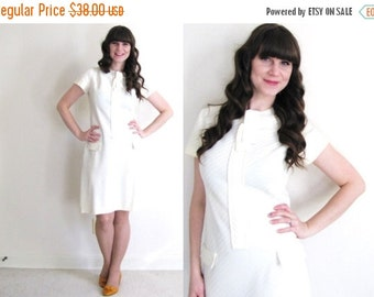 ON SALE 1960s Dress / 60s Shift Dress / Light Yellow Dress
