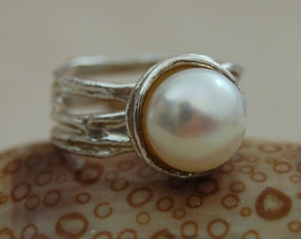 Juno - Stunning Cream Blush Freshwater Pearl Ring Set in Solid Sterling Silver, Hand Crafted, Cocktail Ring, Statement Jewelry, Gift Idea