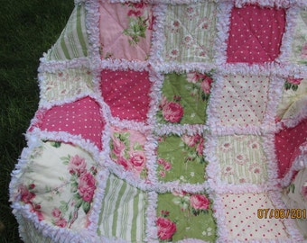 Baby girl rag quilt, reversible quilt,  roses, baby rag quilt