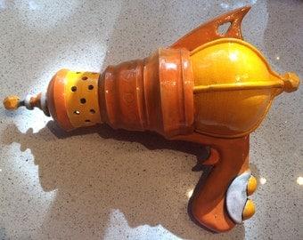 ROpot ambOT -- retro RAYGUN toy sculpture