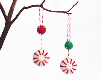 Christmas peppermint ornament : needle felted peppermint candy set of 2 - red and green felt balls, small gift, Xmas decor