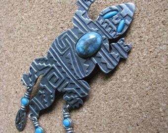 Pewter tone & turquoise lizard gecko pin brooch by JJ