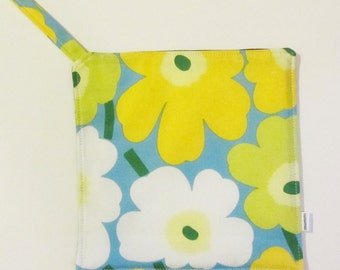 Mini Unikko MARIMEKKO pot holder,  hostess/ house warming gift,  authentic fabric from Finland in 6 colors