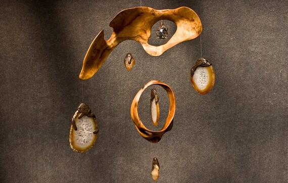 Sculpture en bois flotté Mobile Sun Catcher cinétique Art bois 5ème cadeau d'anniversaire de mariage à la main en Oregon arc-en-ciel prisme Agate brésilienne