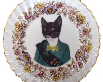 """Kitty Scout Portrait - Altered Vintage Plate 8"""""""