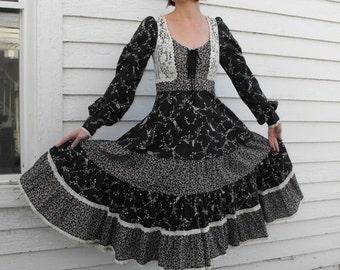 SHOP SALE Vintage 70s Gunne Sax Dress Black Floral Print Boho Prairie XS