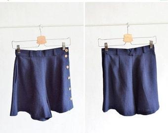 30% OFF STOREWIDE / Vintage navy LINEN shorts w/ button up side