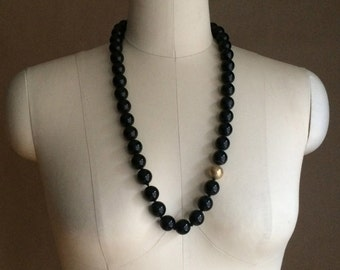 WEEKEND SALE ! vintage 1990's beaded necklace / minimalistic / color block / womens jewelry / black with one gold bead