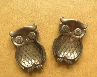 30% OFF SALE Vintage Brass Owls - Set of Two Owl Ash Trays - Vintage Owl Decor